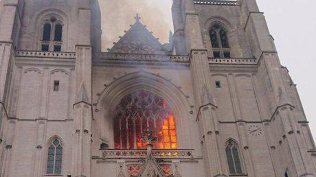 catedral de Nantes incendio.jpg