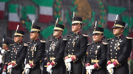 desfile militar 212.jpg