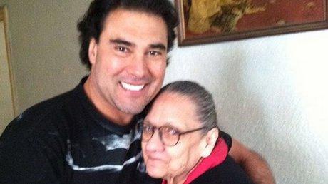 eduardo y su mamá.jpg