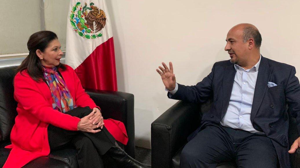 embajadora de bolivia.jpg