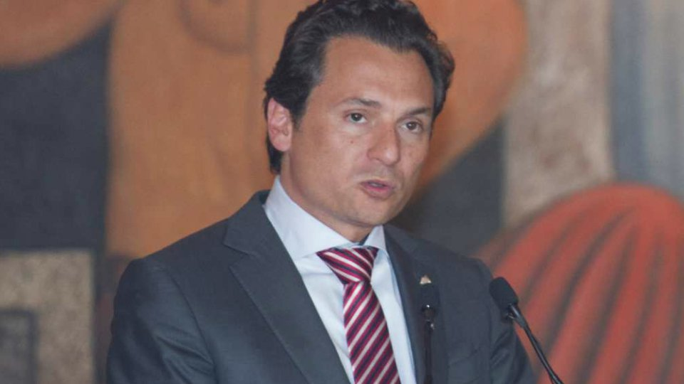 Cae Emilio Lozoya en españa