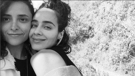 esmeralda pimentel y su novia.jpg