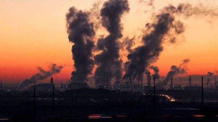 fabricas contaminación.jpg