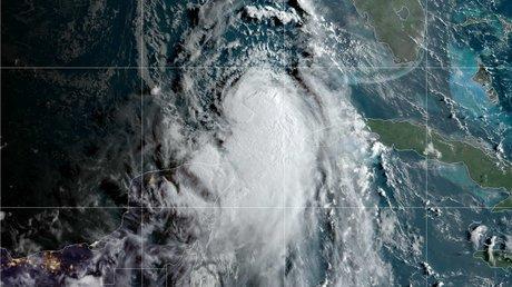 huracán laura.jpg