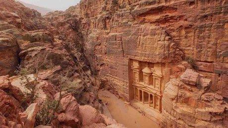 jordania turistas.jpg