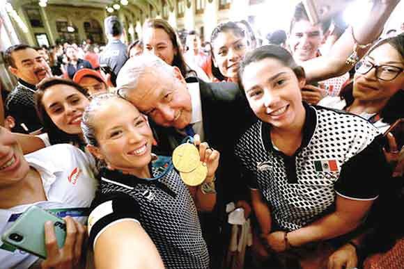 medallistas-lopez-obrador1.jpg