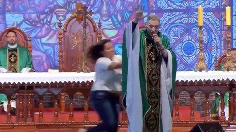 mujer sacerdote.jpg
