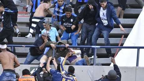 pelea en estadio (twitter @RUZZOS).jpg