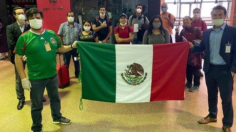 regresan mexicanos.jpg