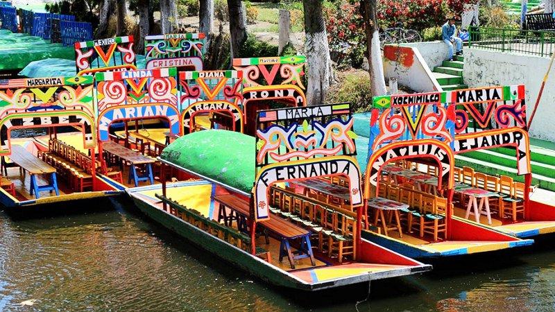 trajineras de xochimilco.jpg