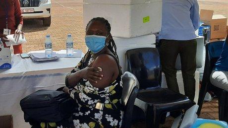 vacuna falsa ugandaagua.jpg