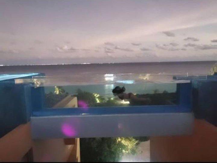 yalitza en bikini en el sur de mexico.jpg