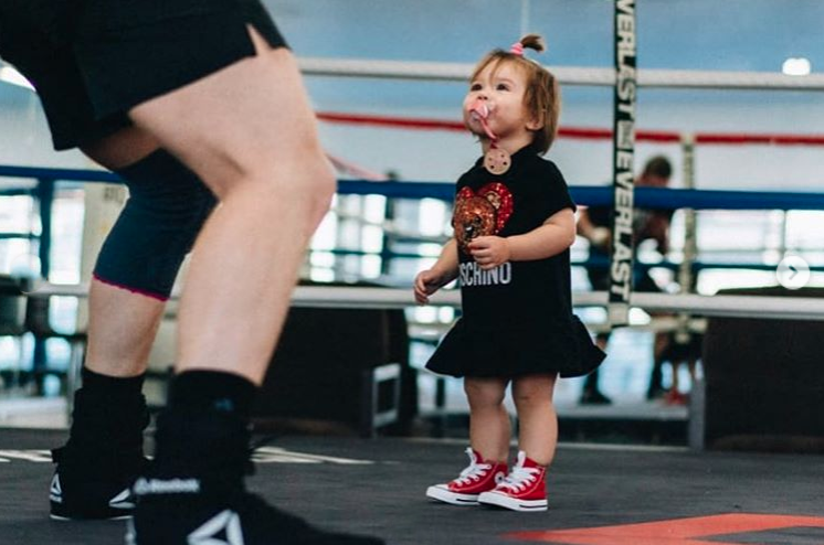 Así luce la pequeña de 'El Canelo' en el ring. Instagram.