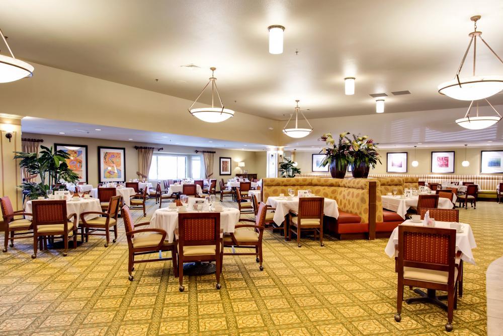 Dining Room - Van Mall Retirement Community