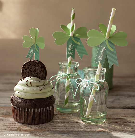 St Pattricks Straw and Cupcake Decor
