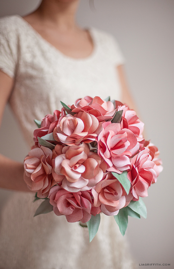Diy paper rose wedding bouquet mightylinksfo