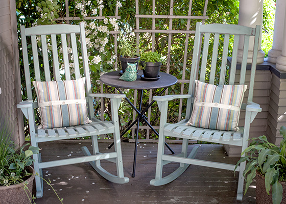 Upcycle Your Rocking Chairs With This DIY Chalk Paint® Tutorial