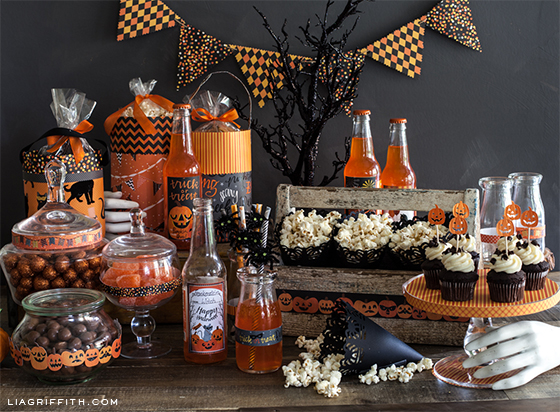 make these pretty halloween party decorations and goody bags - Halloween Party Decoration
