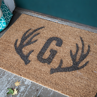Tutorial and Pattern for a Monogram and Antler Door Mat