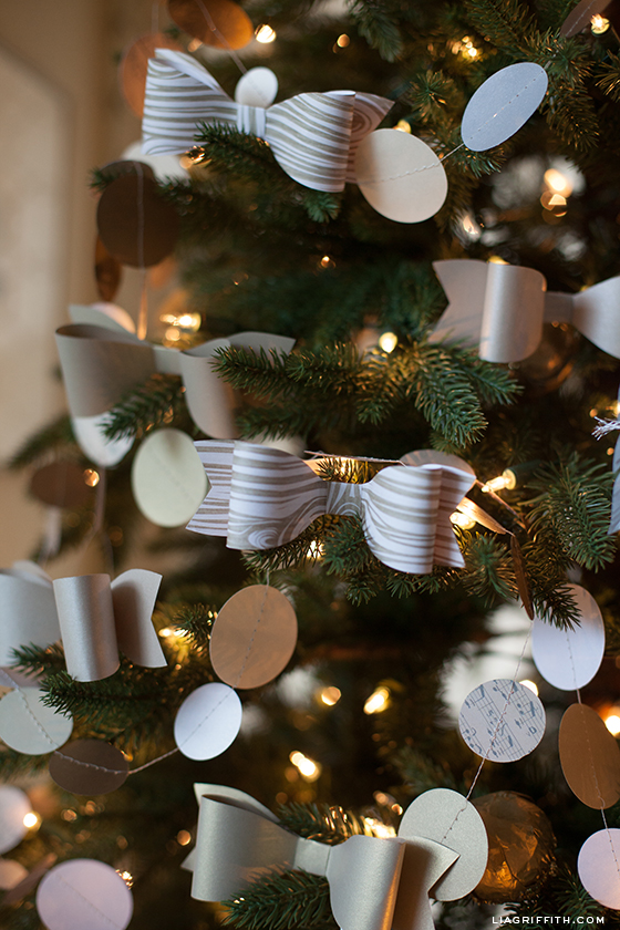paper bow tree decoratons - Christmas Tree Bows