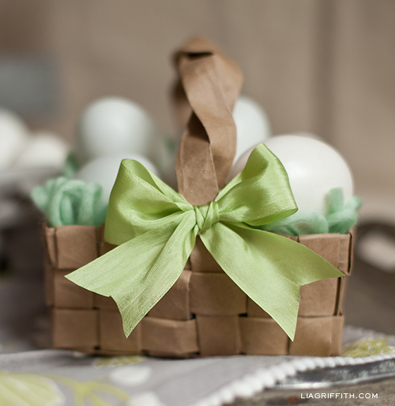 Diy upcycled easter basket diy paper bag easter basket negle Image collections