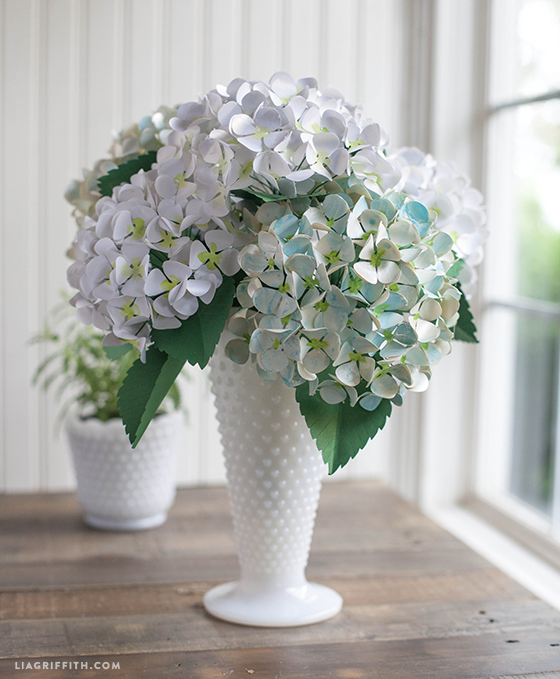 Diy paper hydrangea flowers paper flower hydrangea diy how to make paper hydrangeas with printable and diy tutorial mightylinksfo