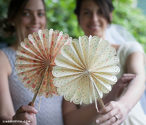 DIY_Paper_Wedding_Fans