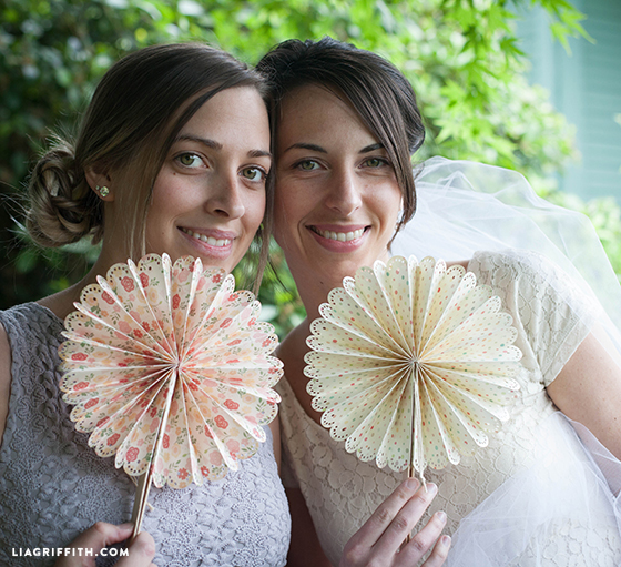 Paper_Fans_Wedding_DIY