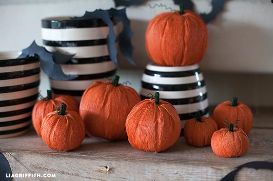 Crepe_Paper_Pumpkin_DIY