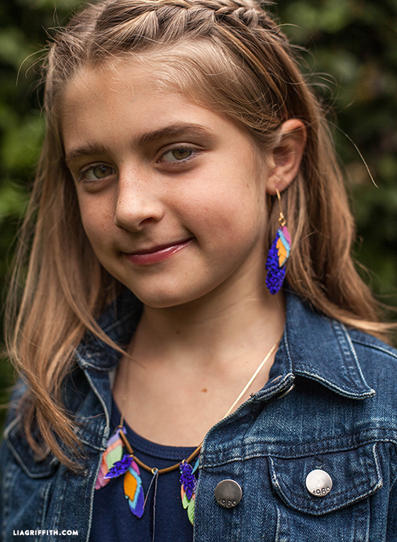 Kids_Duck_Tape_Feather_Jewelry