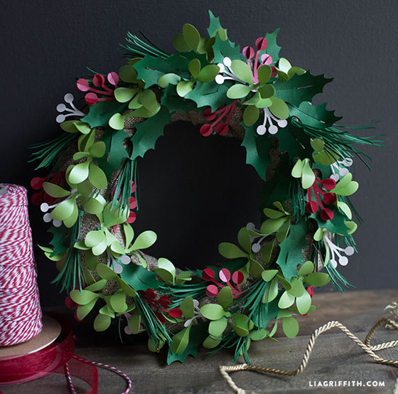 Holly_Mistletoe_Wreath