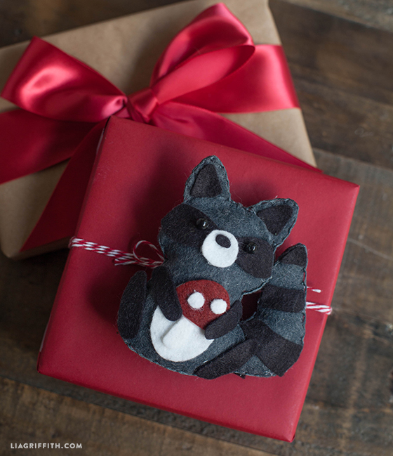 Felt_Raccoon_Gift_Topper