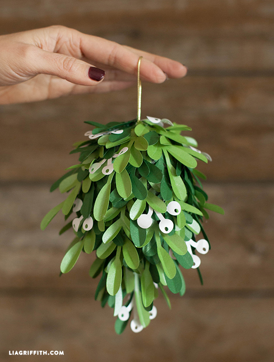 Paper_Mistletoe_Ball