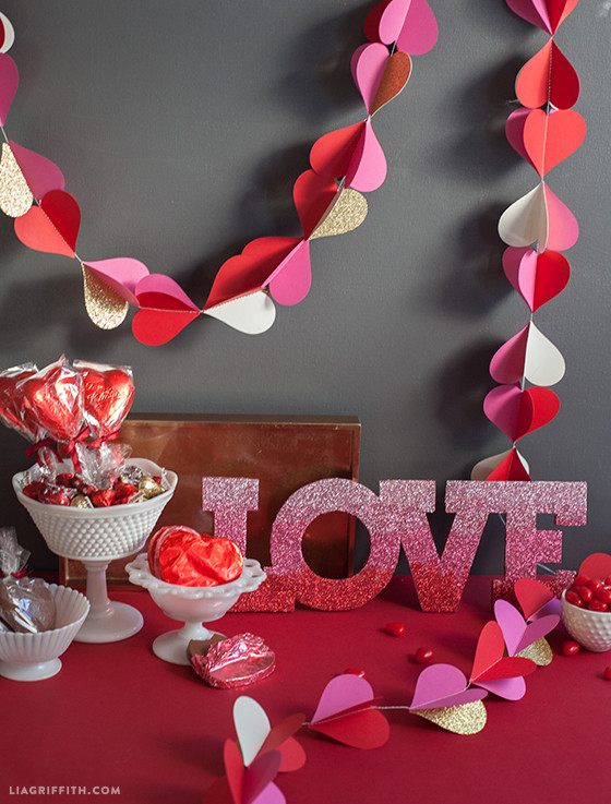 Valentines_Decor_Paper_Hearts