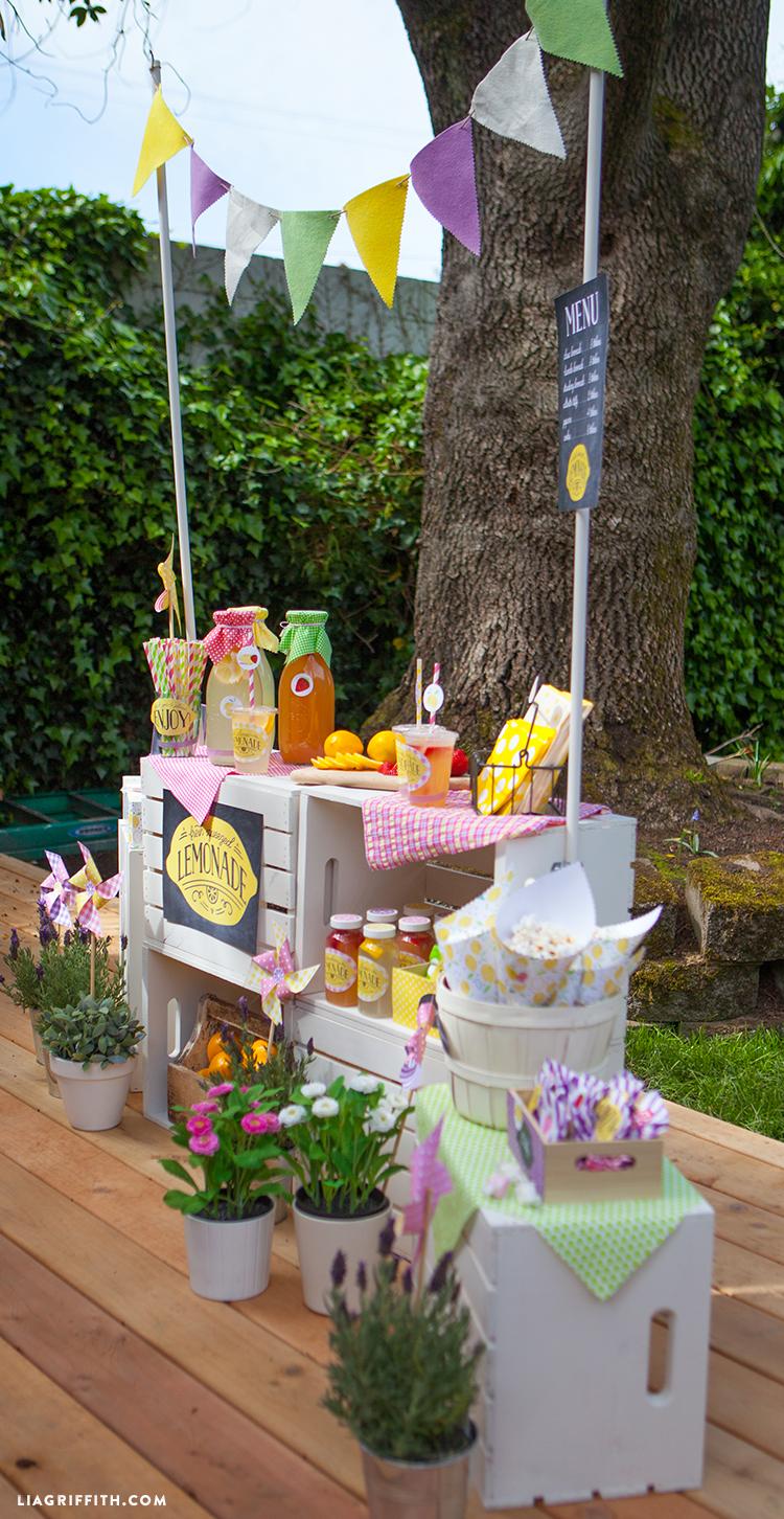 Lemonade stand for kids lia griffith - Como decorar cajas de madera para centros de mesa ...