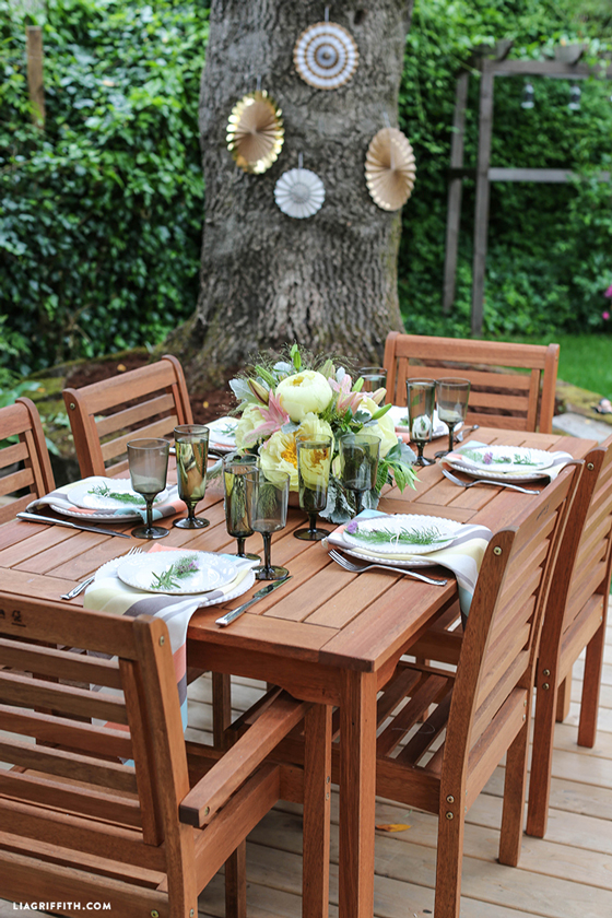 Outdoor_Party_Table_Setting