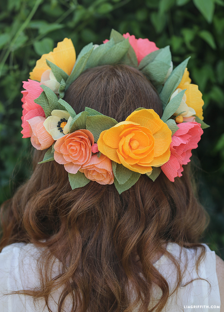 Back_Head_Wreath_Crepe_Paper