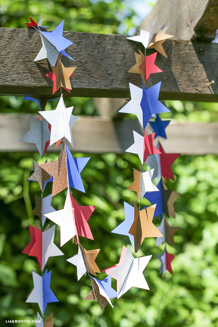 DIY_3D_Paper_Star_Garland