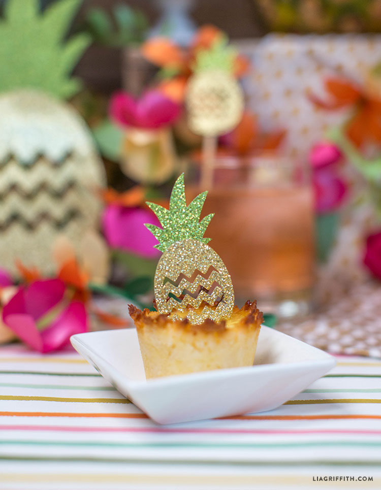 Party_Luau_Pineapple_Decorations