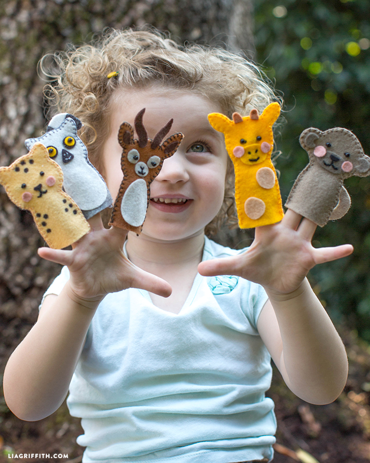 safari animal finger puppets made out of felt