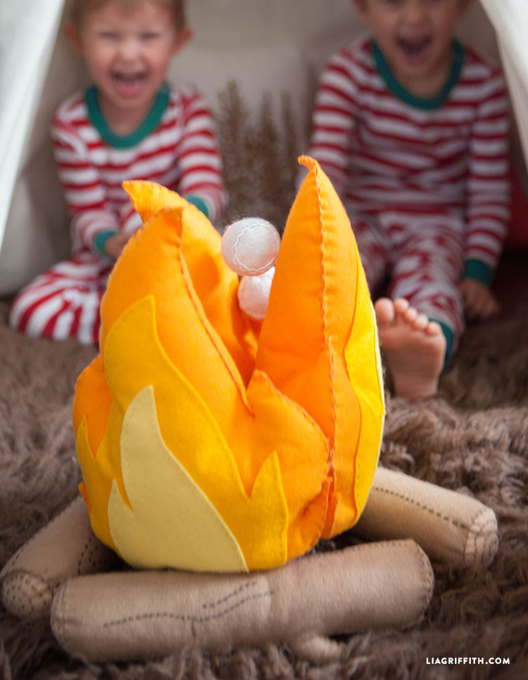 Felt_Fire_DIY_Campfire_Kids