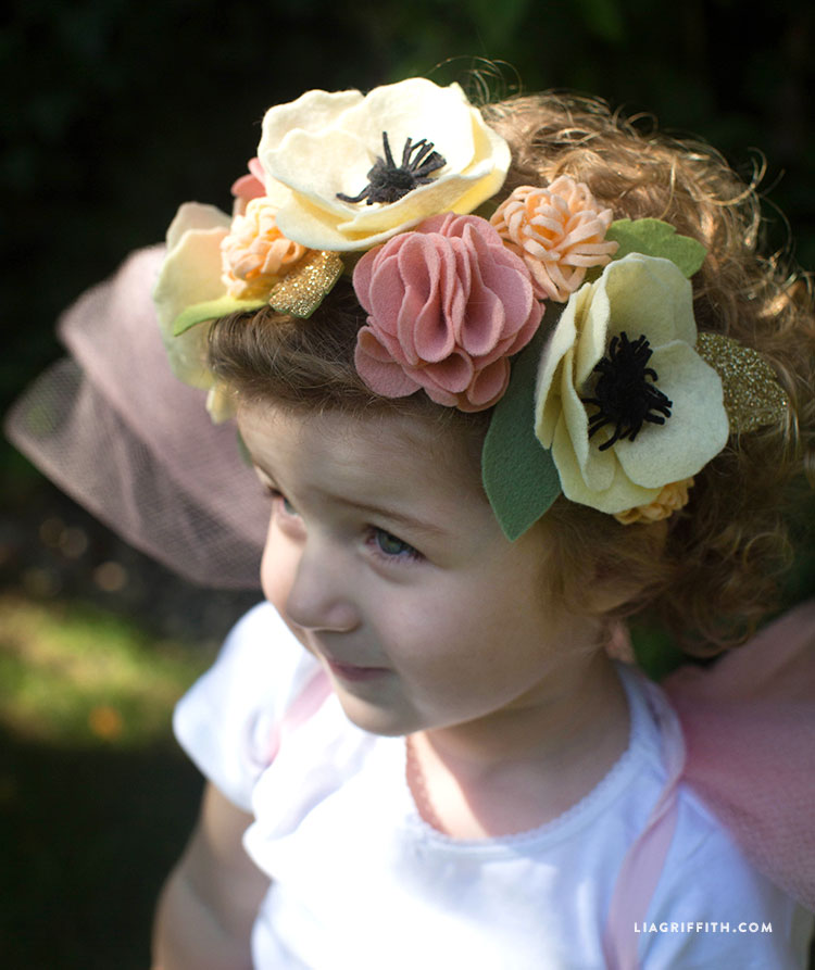 our diy felt flower headband has made us all a little gooey this week its just so darn cute using our felt poms and felt anemones we created the perfect