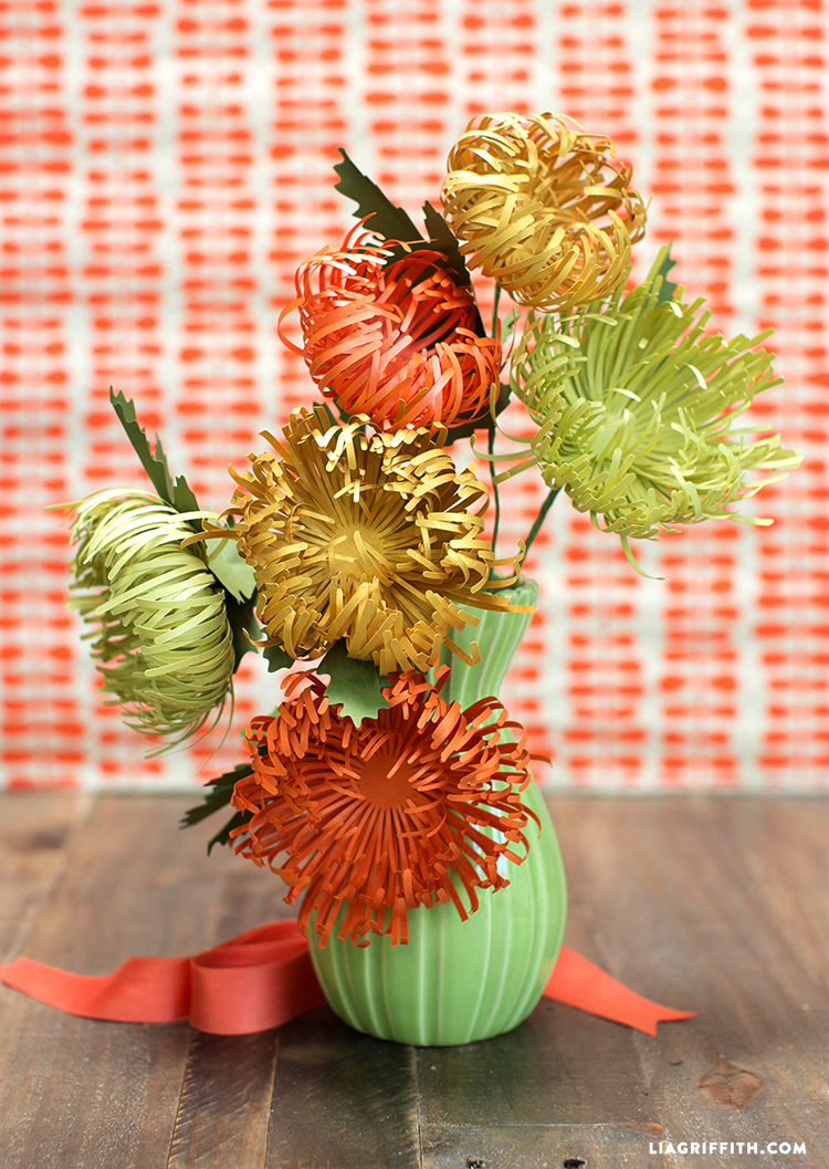 Fall_Paper_Spider_Mums