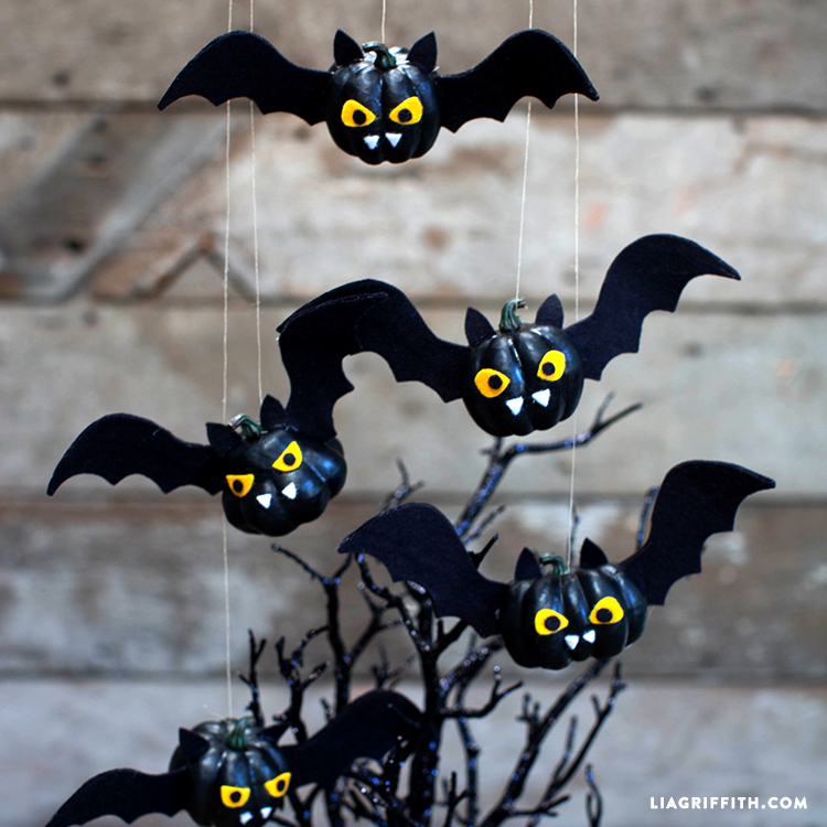 Halloween Crafts And Decorations: Pumpkin Bats Halloween Craft