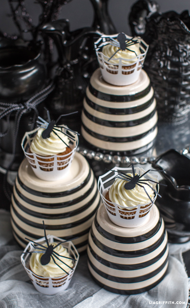 Halloween_Cupcake_Spider_Toppers