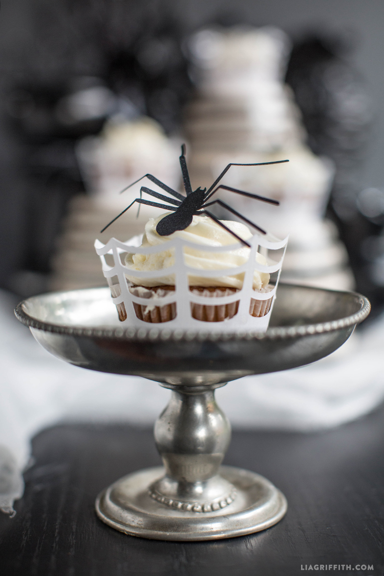 Spider_Web_Cupcake_Wraps