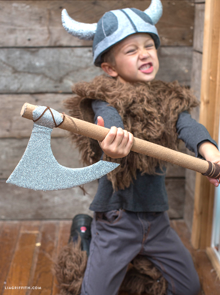 DIY_Costume_Halloween_Viking_Axe