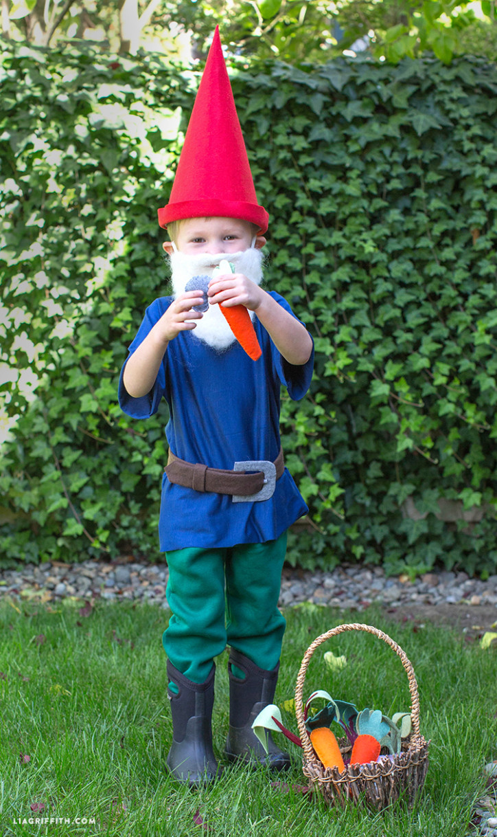 DIY_Halloween_Costume_Gnome