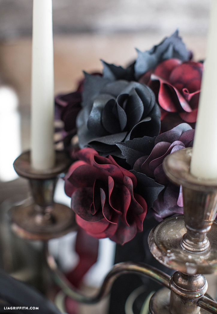 Halloween_Table_Black_Roses