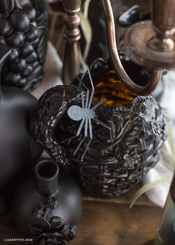 Halloween_Table_Setting_Pitchers